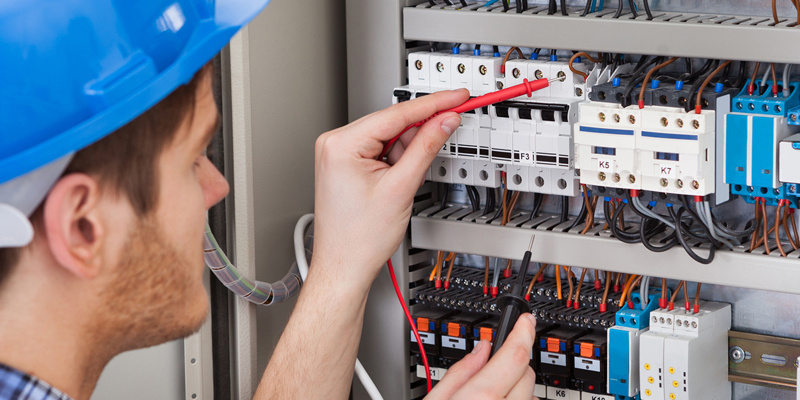 commercial electrician in Naperville, IL